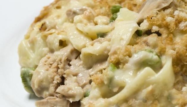 Tuna Noodle Casserole (Creamy)