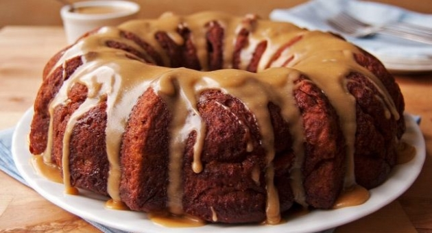 Skinny Apple Cake With Caramel