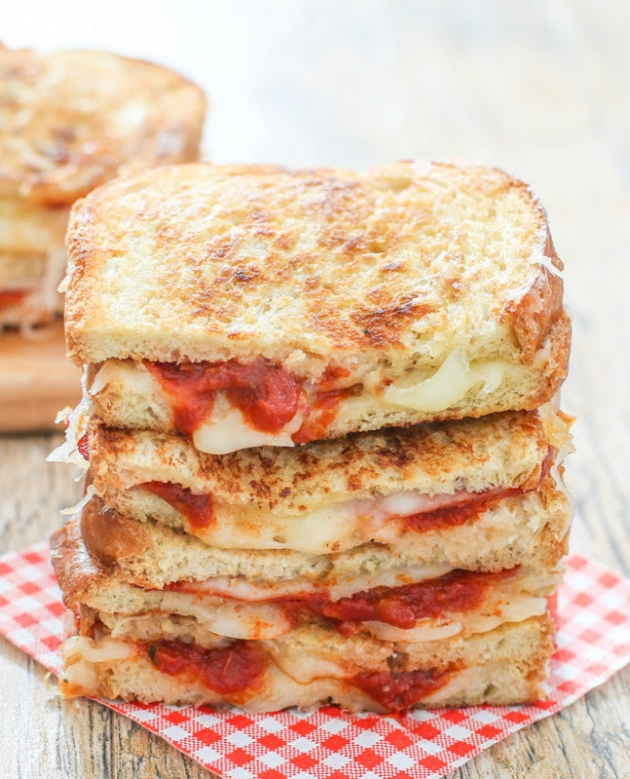 10 min Ready Grilled Cheese Pizza Sandwich