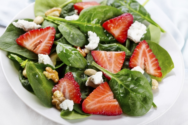 12 Min Spinach & Berry Salad