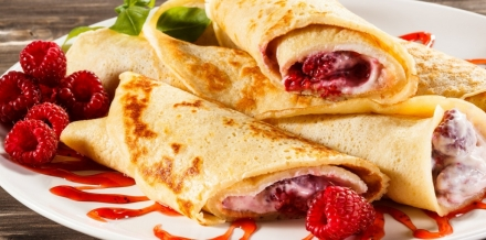 7 Min Grilled Strawberry and Cream Pita