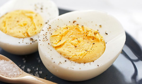 10 THINGS THAT HAPPEN TO YOUR BODY WHEN YOU EAT EGGS