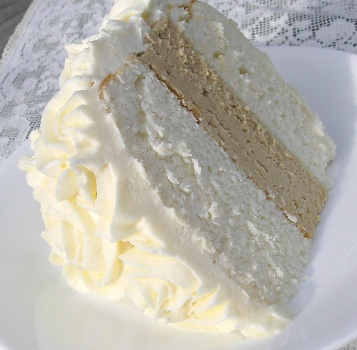 moist wedding cake recipe uk white almond wedding cake 17505